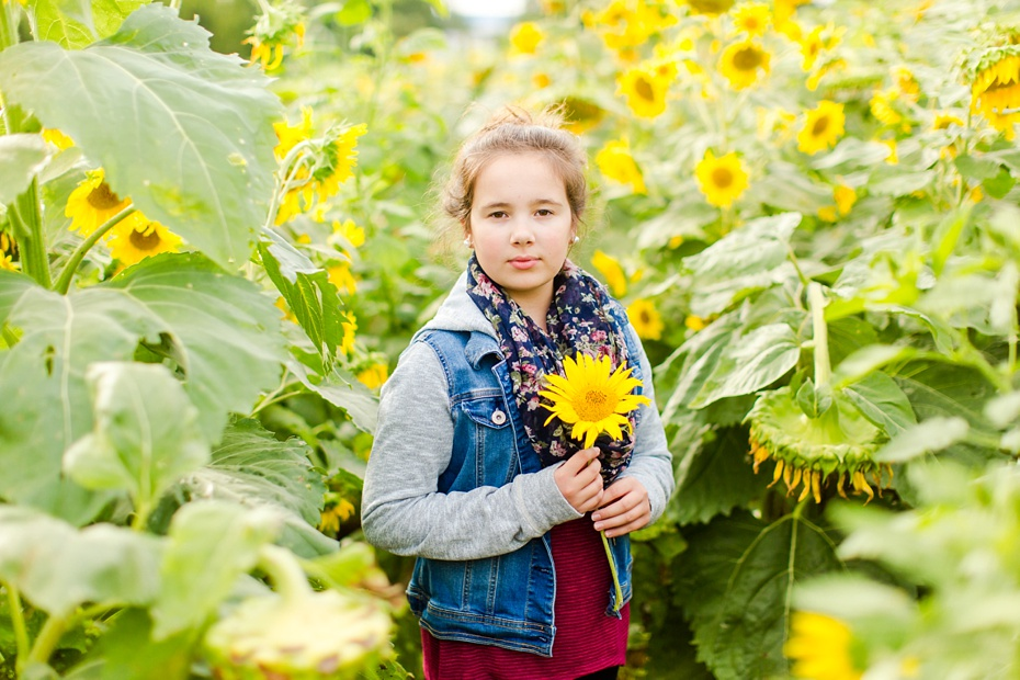 Joelle's 6th Grade Portraits in Sunflower Field and Fort Harrison in Dayton, Virginia_0011