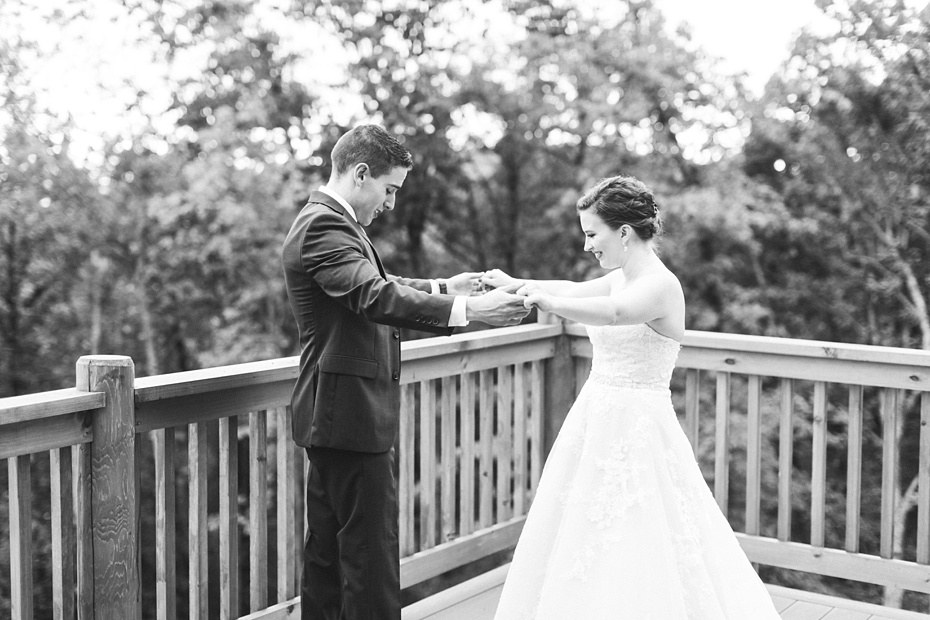 nick-de-maggio-and-claire-mcnabb-rustic-mountain-wedding-at-shenandoah-woods-in-luray-virginia_0016