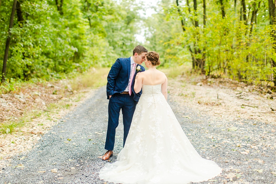 nick-de-maggio-and-claire-mcnabb-rustic-mountain-wedding-at-shenandoah-woods-in-luray-virginia_0029