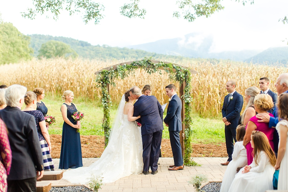nick-de-maggio-and-claire-mcnabb-rustic-mountain-wedding-at-shenandoah-woods-in-luray-virginia_0043