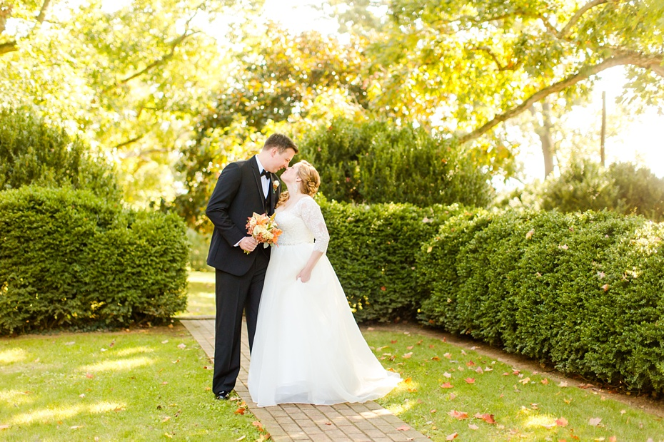 teal-champange-fall-wedding-at-gaie-lea-and-the-pavilion-at-bells-lane-in-staunton-virginia_0036