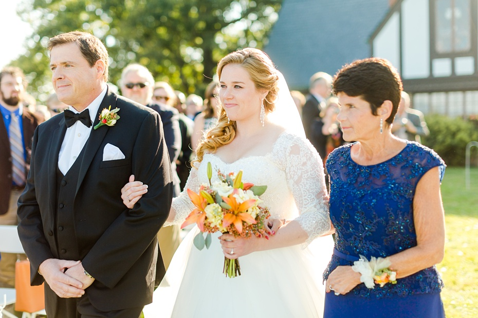 teal-champange-fall-wedding-at-gaie-lea-and-the-pavilion-at-bells-lane-in-staunton-virginia_0059