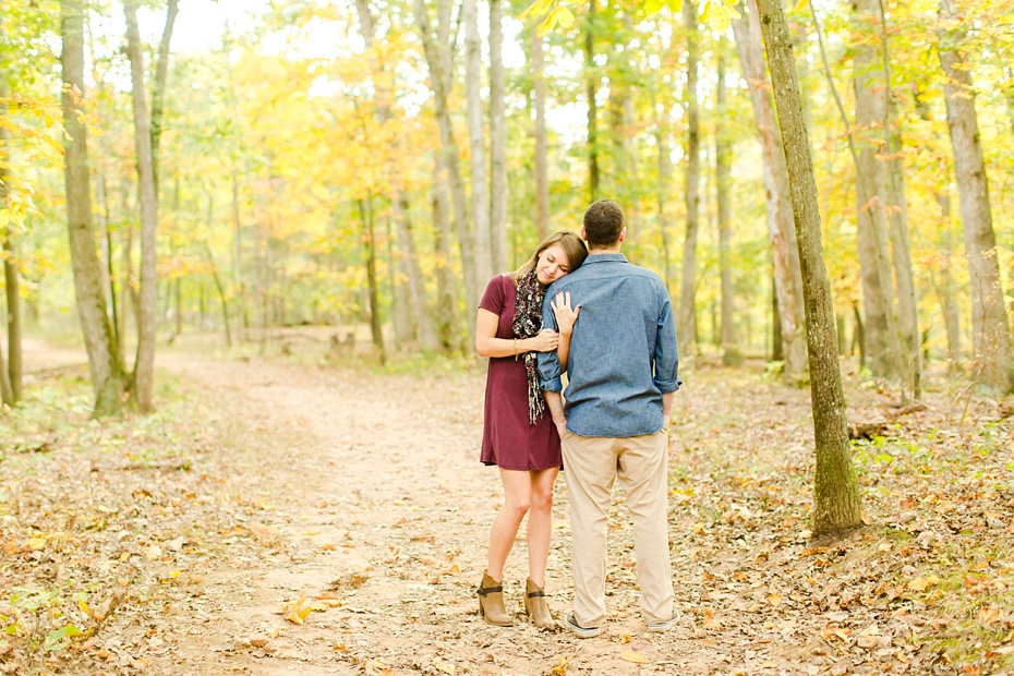 justin-heather-fall-engagment-session-at-red-rocks-wilderness-overlook-park-in-leesburg-virginia_0001