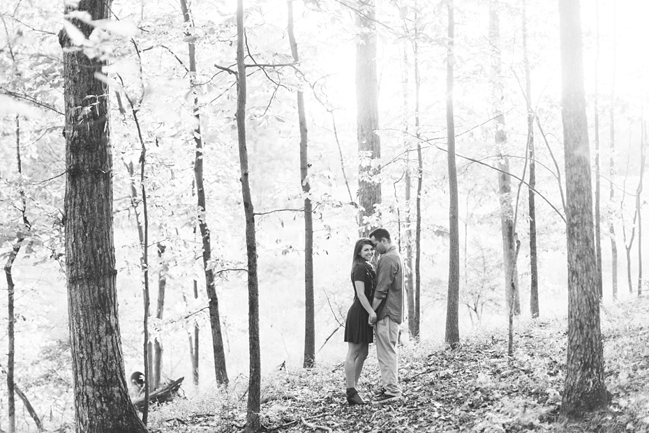 justin-heather-fall-engagment-session-at-red-rocks-wilderness-overlook-park-in-leesburg-virginia_0022