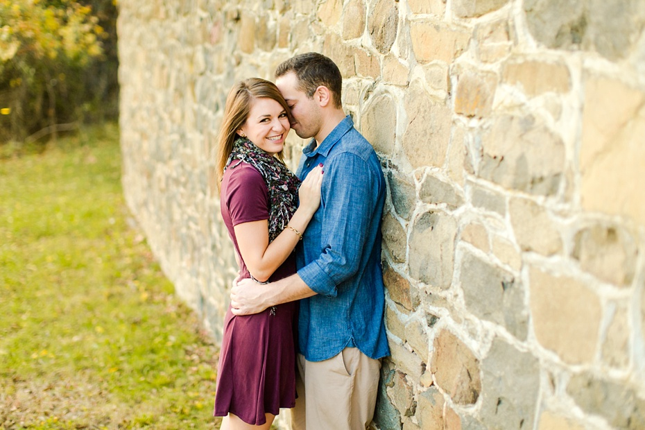 justin-heather-fall-engagment-session-at-red-rocks-wilderness-overlook-park-in-leesburg-virginia_0028
