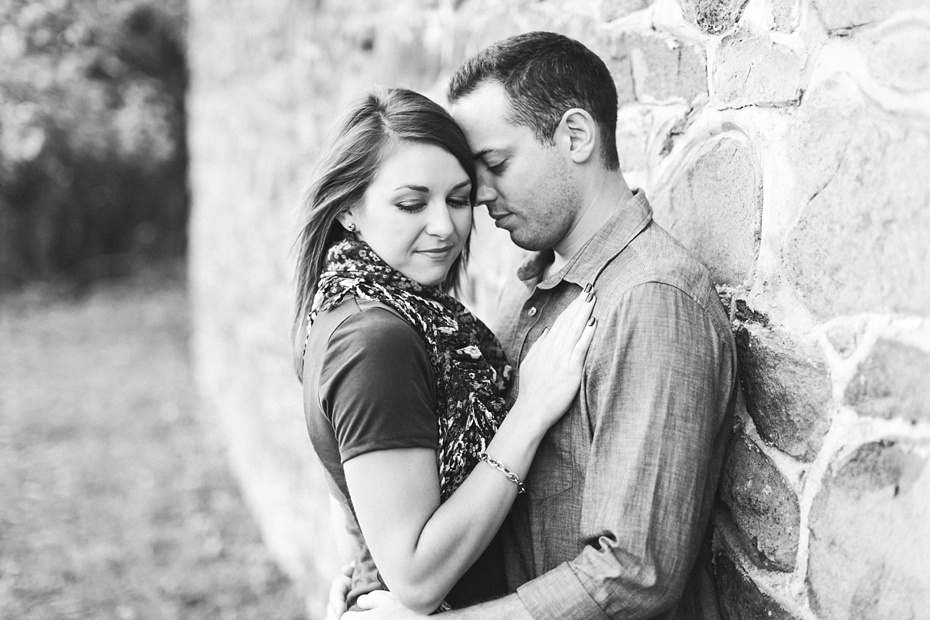 justin-heather-fall-engagment-session-at-red-rocks-wilderness-overlook-park-in-leesburg-virginia_0029
