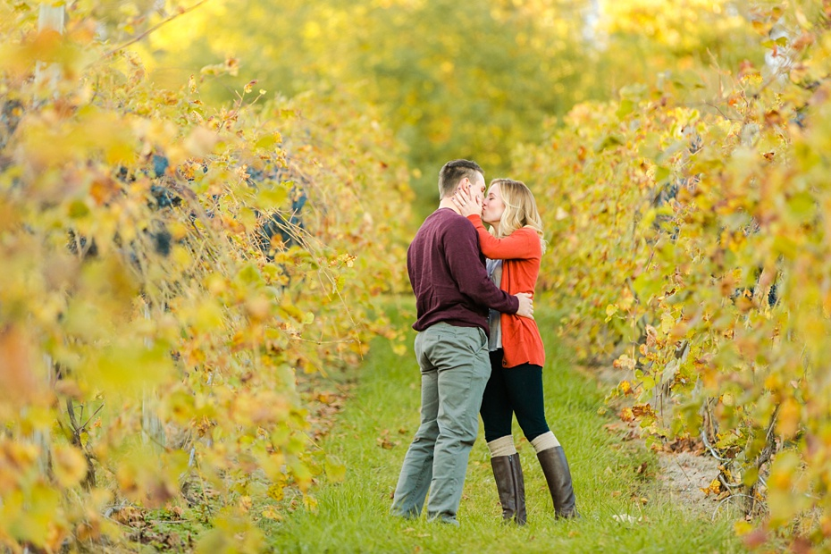 emily-sacra-photography-josh-lydia-fall-proposal-and-engagement-session-at-bluemont-vineyard-in-leesburg-virginia_0006