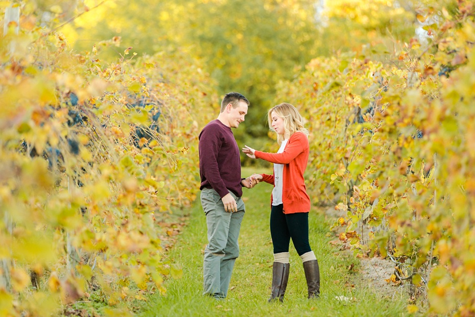 emily-sacra-photography-josh-lydia-fall-proposal-and-engagement-session-at-bluemont-vineyard-in-leesburg-virginia_0008