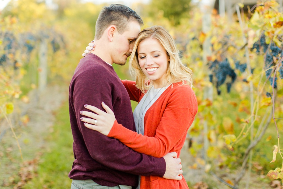 emily-sacra-photography-josh-lydia-fall-proposal-and-engagement-session-at-bluemont-vineyard-in-leesburg-virginia_0011