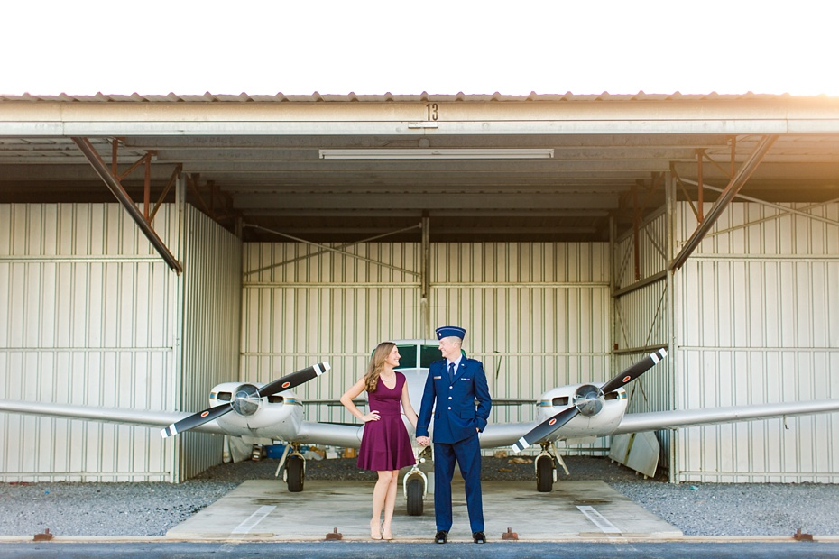 airport-engagement-session-air-force-engagement-session-at-shenandoah-valley-regional-airport-in-weyers-cave-virginia-emily-sacra-photography_0002