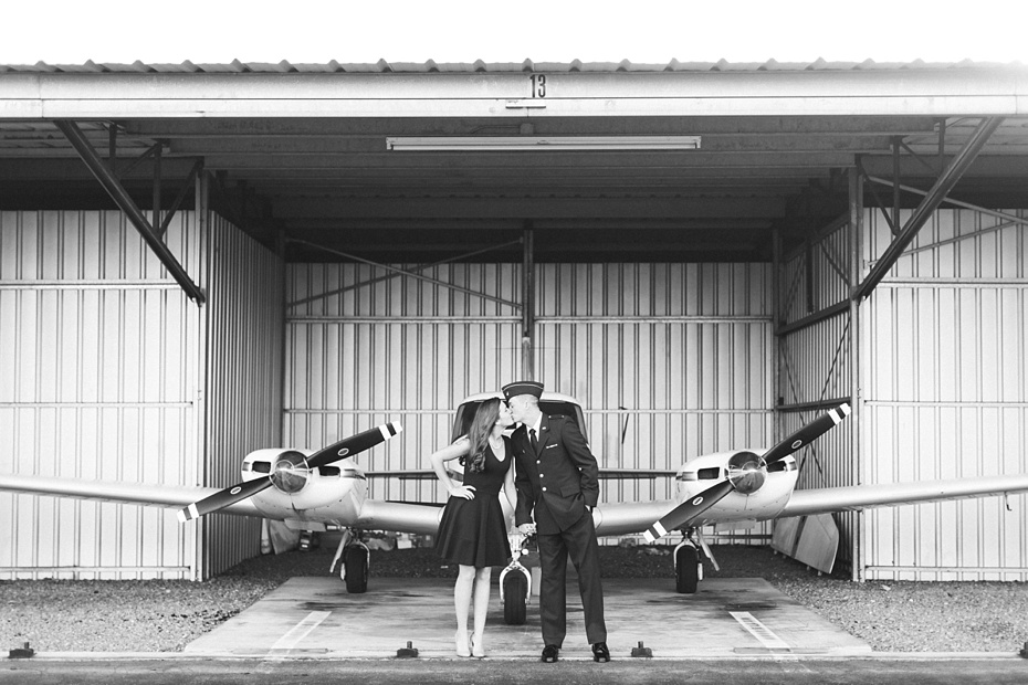 airport-engagement-session-air-force-engagement-session-at-shenandoah-valley-regional-airport-in-weyers-cave-virginia-emily-sacra-photography_0004