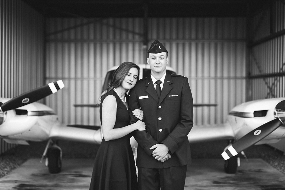 airport-engagement-session-air-force-engagement-session-at-shenandoah-valley-regional-airport-in-weyers-cave-virginia-emily-sacra-photography_0013