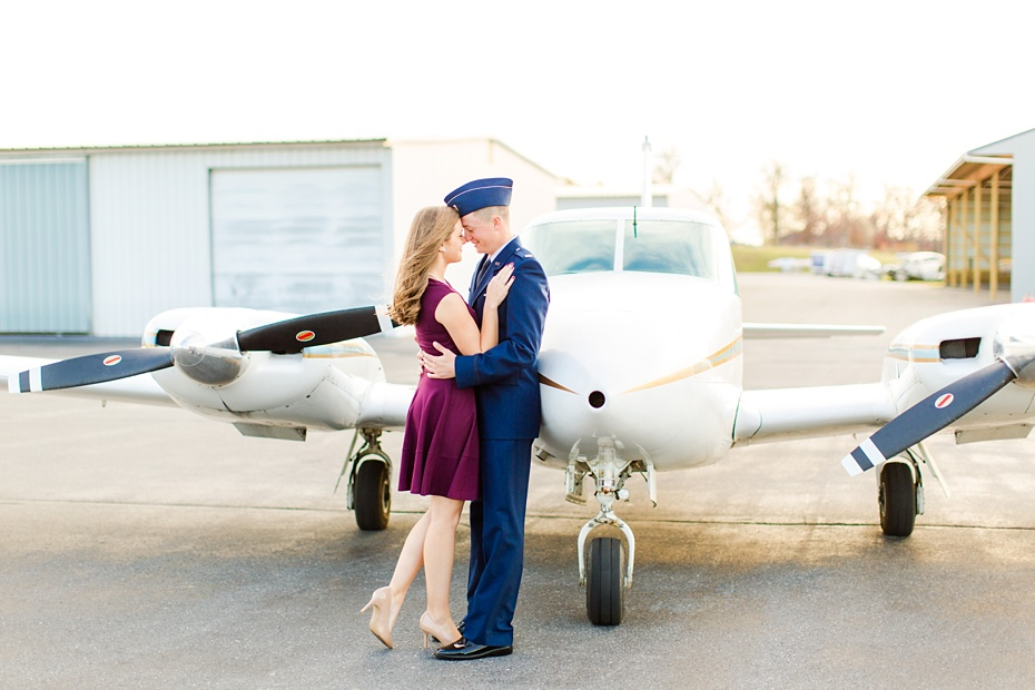 airport-engagement-session-air-force-engagement-session-at-shenandoah-valley-regional-airport-in-weyers-cave-virginia-emily-sacra-photography_0014