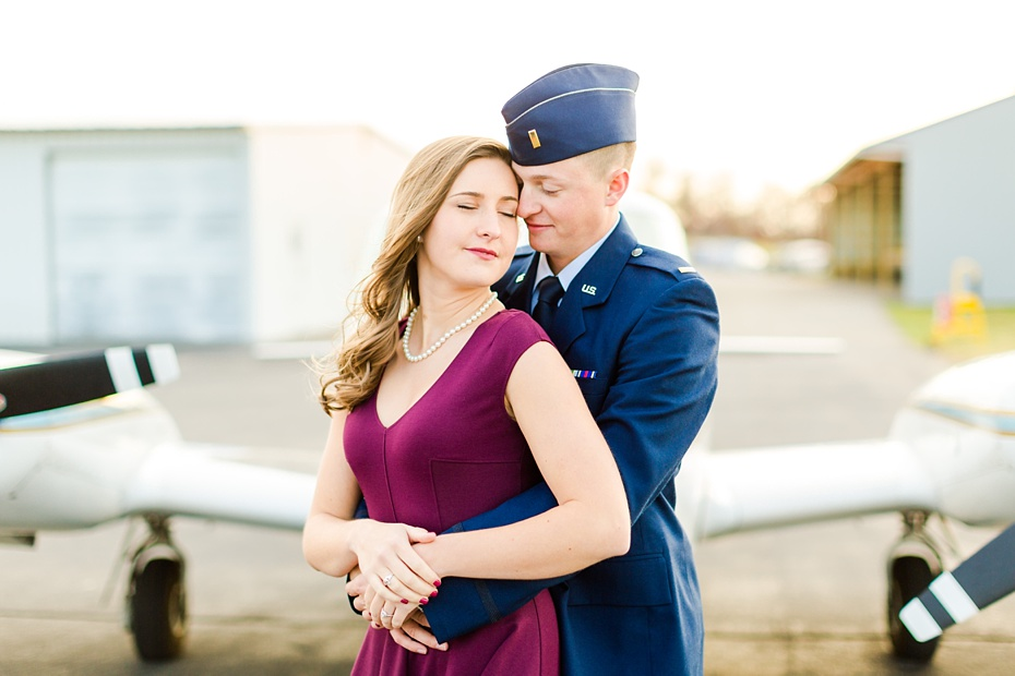 airport-engagement-session-air-force-engagement-session-at-shenandoah-valley-regional-airport-in-weyers-cave-virginia-emily-sacra-photography_0018