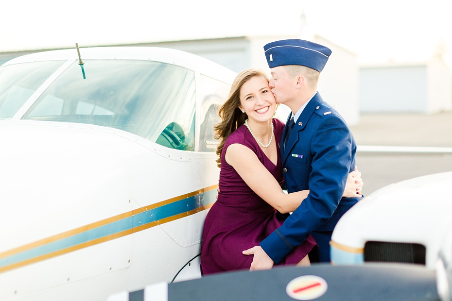 airport-engagement-session-air-force-engagement-session-at-shenandoah-valley-regional-airport-in-weyers-cave-virginia-emily-sacra-photography_0023