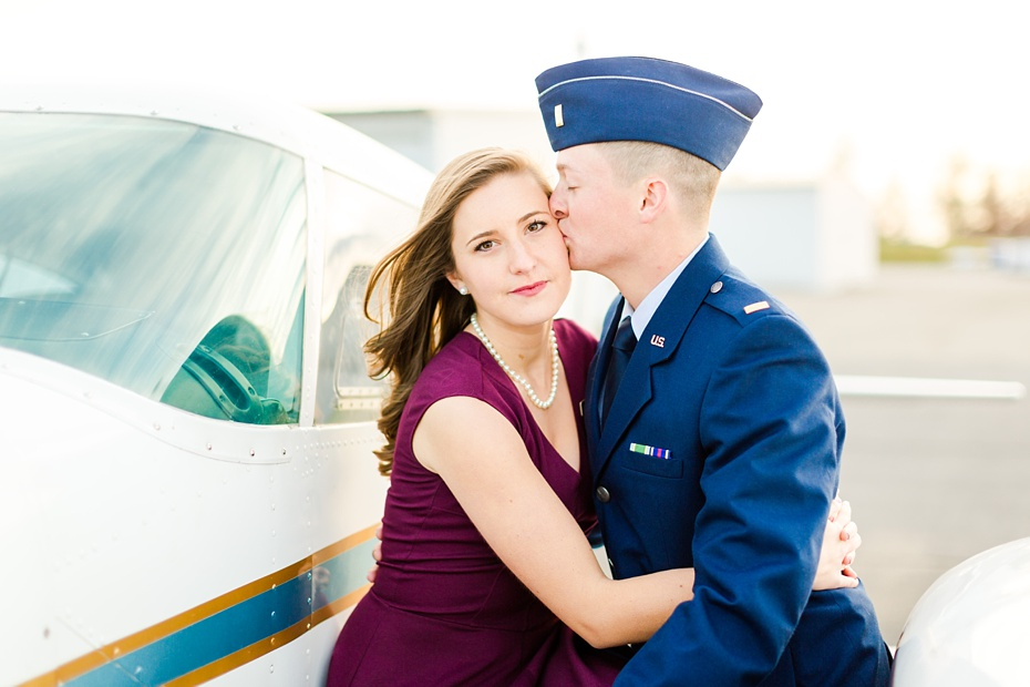 airport-engagement-session-air-force-engagement-session-at-shenandoah-valley-regional-airport-in-weyers-cave-virginia-emily-sacra-photography_0025
