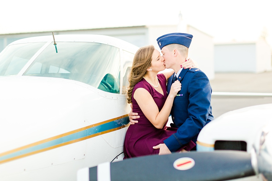 airport-engagement-session-air-force-engagement-session-at-shenandoah-valley-regional-airport-in-weyers-cave-virginia-emily-sacra-photography_0027