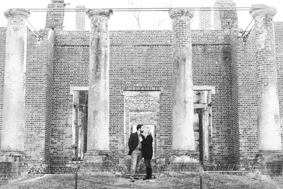 barboursville-ruins-and-barboursville-vineyard-proposal-emily-sacra-photography-ahmad-lauren_0010